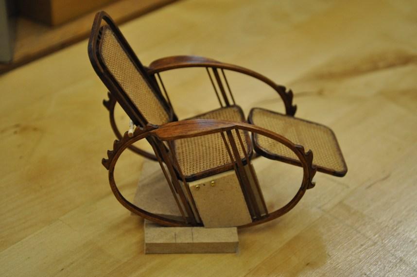 http://www.ulmo.net/miniatures/didier-wetzel/photos/egg-rocking-chair/2013-03-20%20-%20stage%20ebenisterie%20-%20didier%20wetzel%2001.jpg