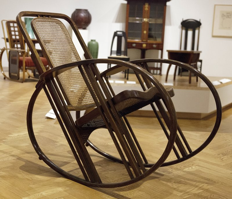 http://www.ulmo.net/miniatures/didier-wetzel/photos/egg-rocking-chair/egg%20rocking%20chair%20-%20josef%20hoffmann%2002.jpg
