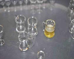 http://www.ulmo.net/miniatures/didier-wetzel/vignettes/malle-bar/2011-12-14 - stage ebenisterie - didier wetzel 18.jpg