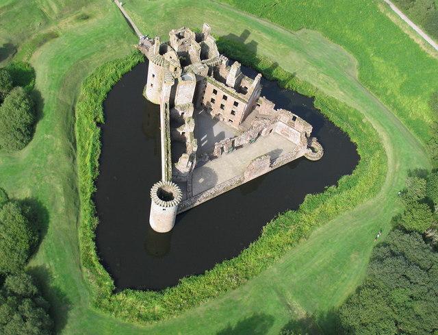 http://www.ulmo.net/sorties/2012-vacances/photos/ecosse/2012-08-28%20-%20ecosse%20-%20caerlaverock%20-%20chateau%2000.jpg