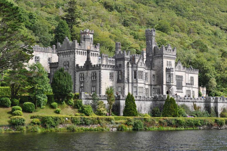 http://www.ulmo.net/sorties/2012-vacances/photos/irlande/2012-08-07%20-%20irlande%20-%20abbaye%20de%20kylemore%2003.jpg